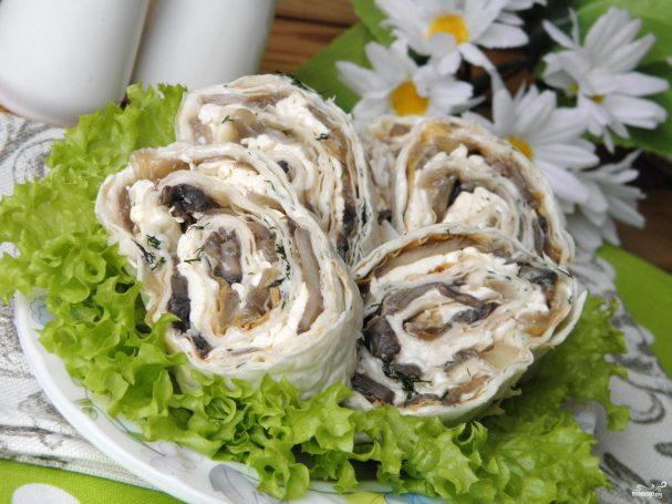 Закуска: лаваш с грибами и сыром