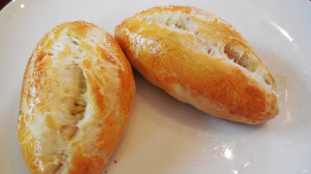 Дрожжевые пирожки с рисом и яйцом