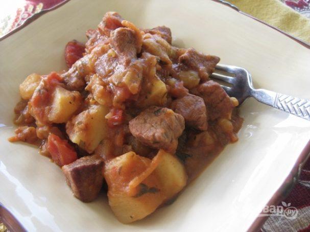 Тушеная говядина с картошкой в мультиварке