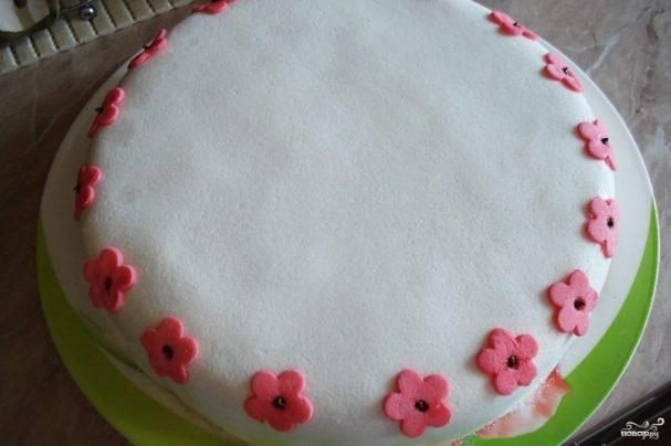 Бисквитный торт с мастикой