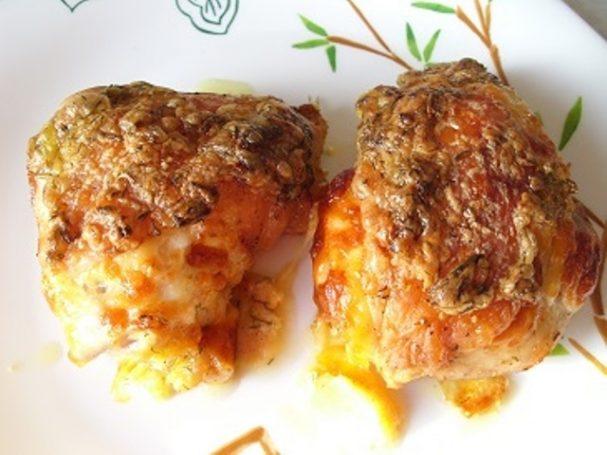 Куриные бедра в духовке с сыром