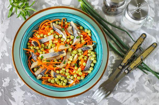 Салат из селедки с морковью