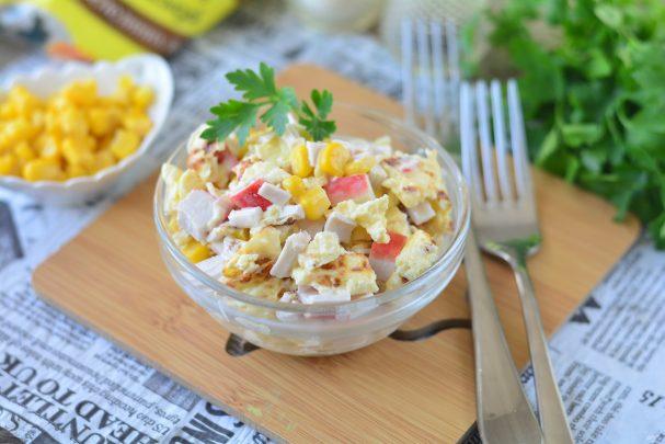 Крабовый салат с омлетом