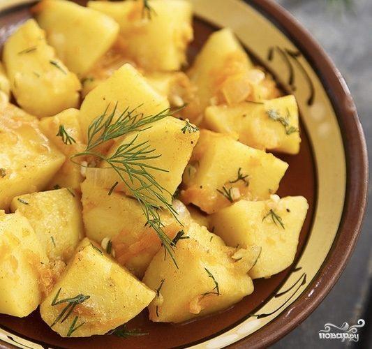 Тушеная картошка в чугунке