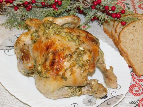 Запеченная курица с укропом и чесноком