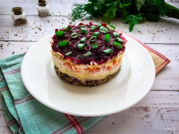 Салат со свеклой и шпротами