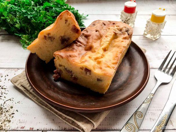 Заливной пирог на кефире с колбасой