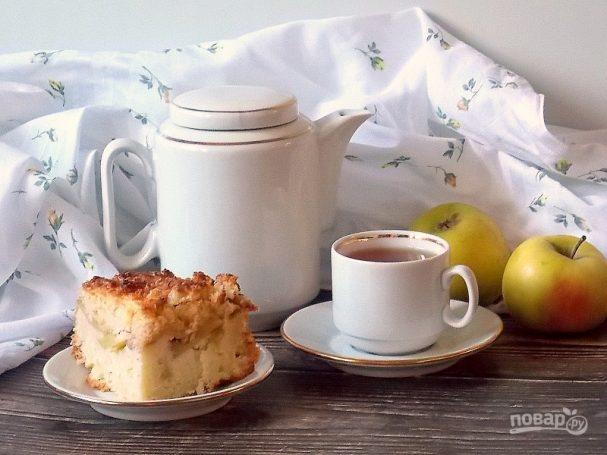 Творожный пирог с яблоками и карамелью
