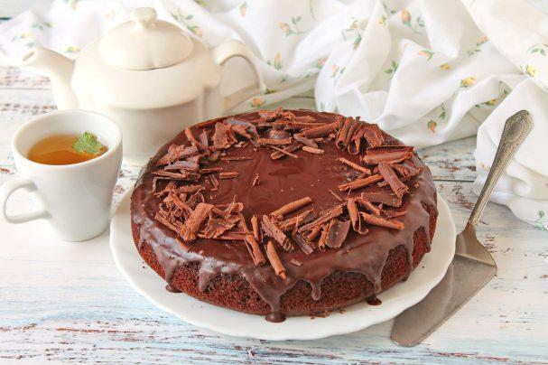 Шоколадный торт на молоке