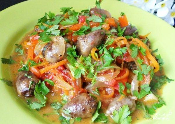 Куриные сердечки с овощами
