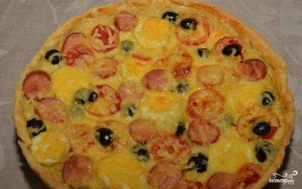Пицца с сосиской и помидорами