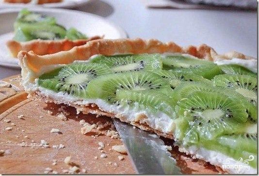 Миндальный пирог с киви