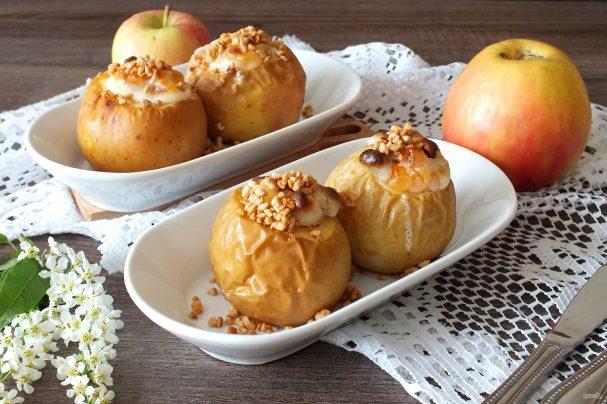Яблоки запеченные в духовке со сметаной