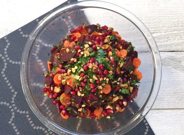 Салат со свеклой, морковью и гранатом