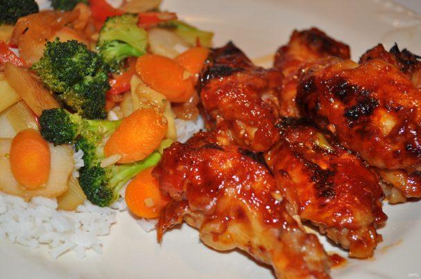 Маринованные куриные крылышки с овощами