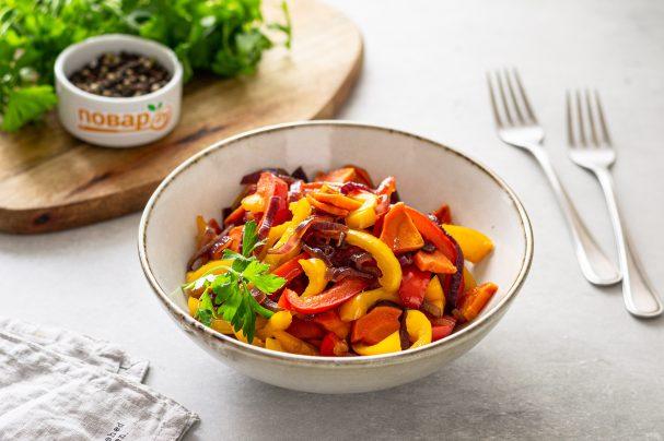 Карамелизированные овощи в сковороде