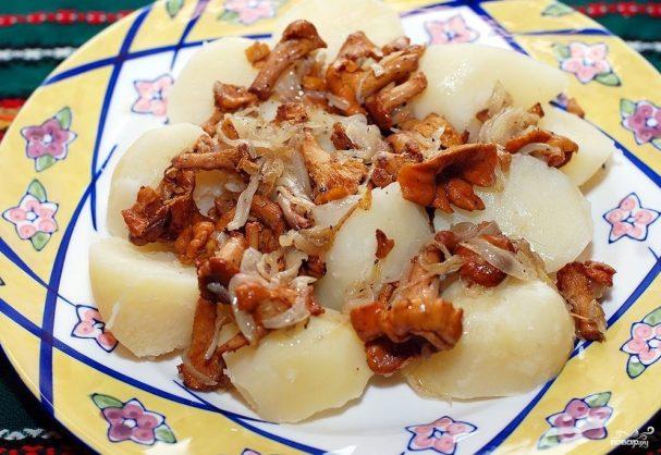 Лисички с картошкой жареные