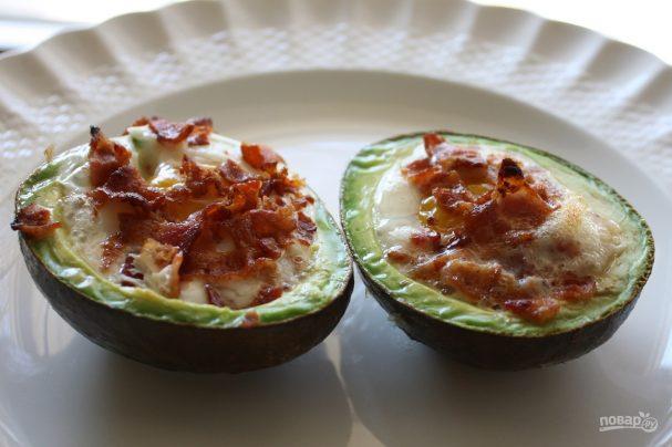 Яичница в авокадо (в духовке)
