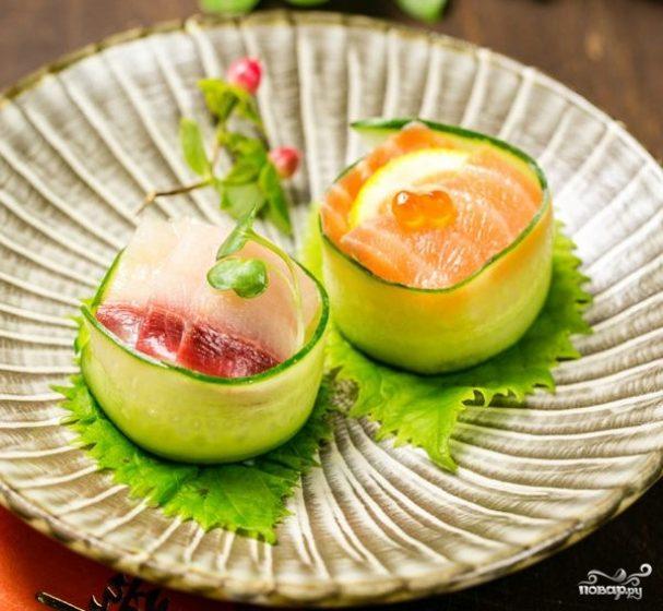 Суши с огурцом
