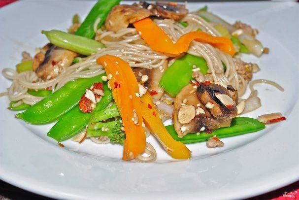 Лапша с овощами в воке