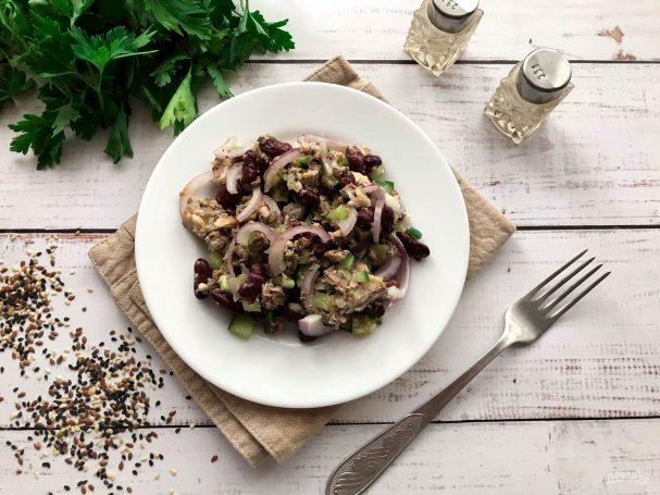 Салат с красной фасолью и рыбой