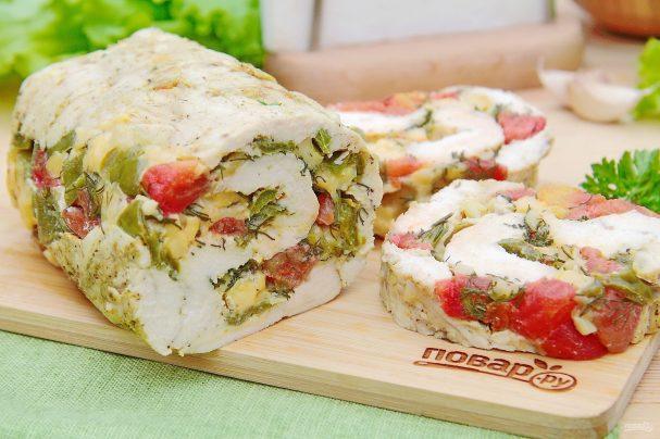 Куриный рулет с сыром и томатами