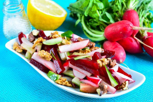 Салат из свеклы и редиса