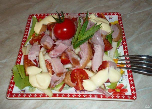 Салат с копченым мясом