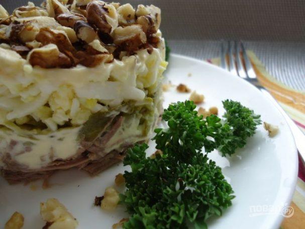 салат с вареной говядиной и солеными