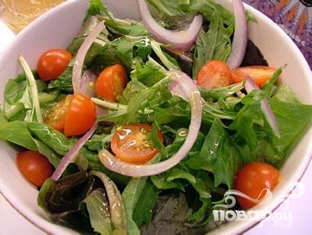 Летний салат с заправкой из пармезана