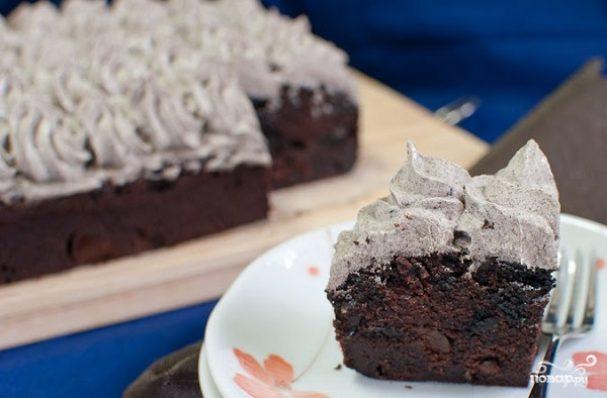 Шоколадный торт с печеньем