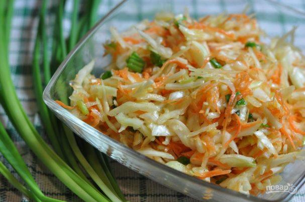Салат весенний с капустой и морковью