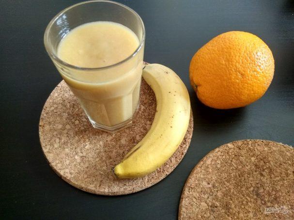 Смузи из банана, апельсина и яблока
