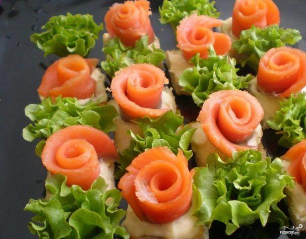 Маленькие закусочные бутерброды