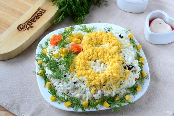 """Салат """"8 марта"""" с курицей и черносливом"""