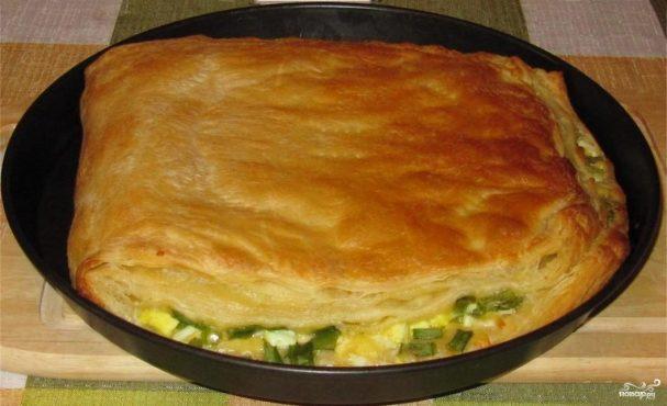 Слоеный пирог с сыром и яйцом