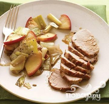 Свинина с яблоками и луком