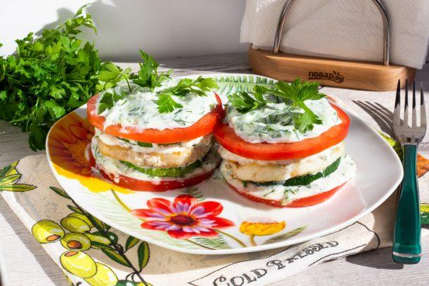 Цукини с рыбой и помидорами