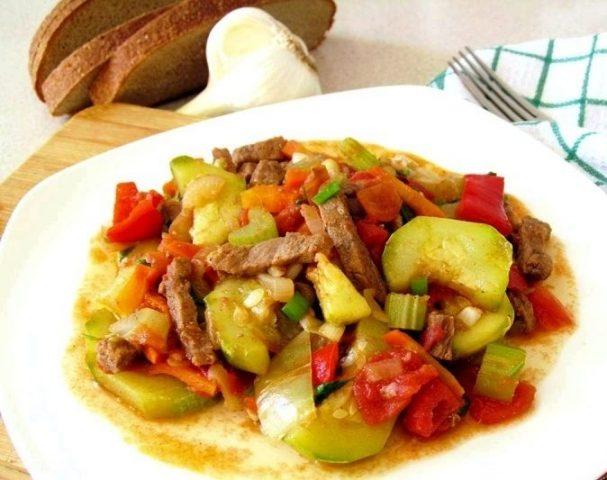 Отварная говядина с овощами