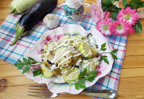 Салат с кабачками и баклажанами