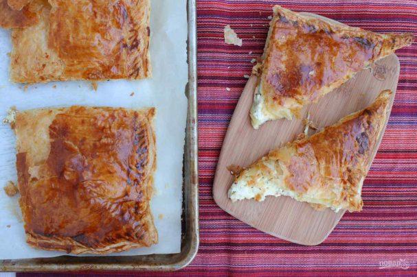 Хачапури из слоеного теста с сыром в духовке