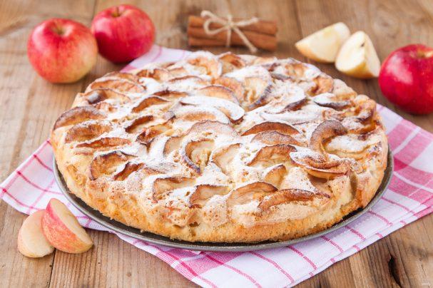 Шарлотка с яблоками классическая в духовке