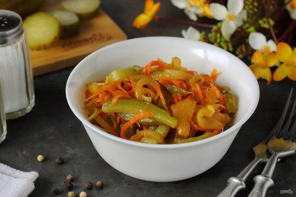 Салат с морковью и солеными огурцами