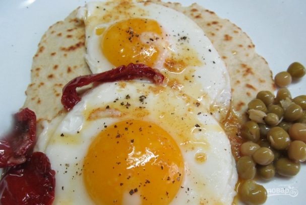 Лепешка с яйцом на завтрак