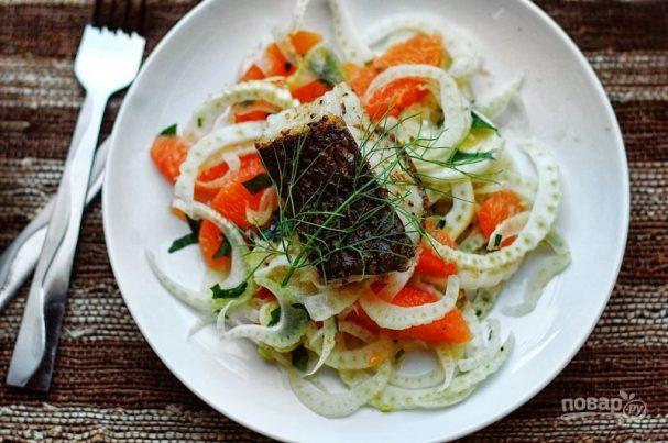 Морской окунь на салате