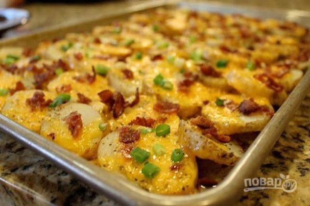 Картофель с беконом под сыром