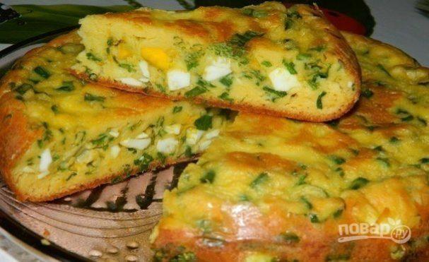 Пирог с яйцами и зеленым луком в мультиварке