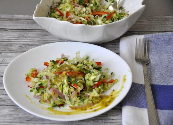 Салат из молодой зелёной капусты