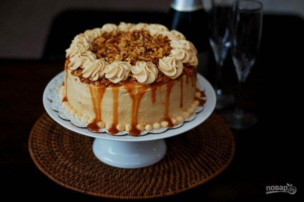 Торт с миндалём и солёной карамелью