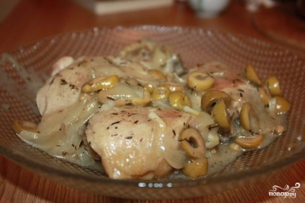 Тушеная курица на сковороде
